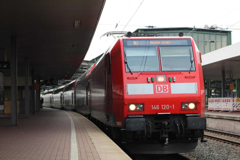 train-3210203_1920