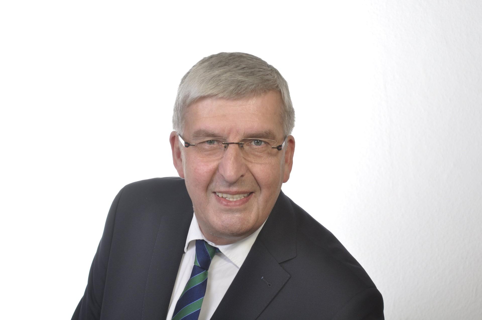 Portrait-Bernd-Carsten-Hiebing